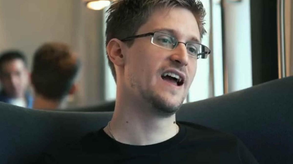 Edward Snowden exaltierte Mimik | CITIZENFOUR